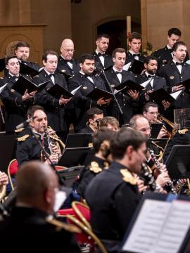orchestre de musique classique joué par des militaires