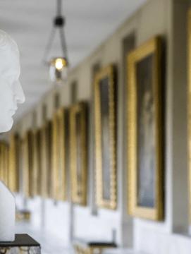 Statue de Napoléon dans une galerie