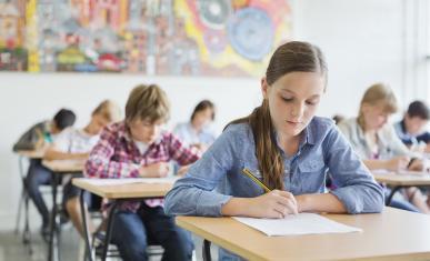 collégiens dans une classe